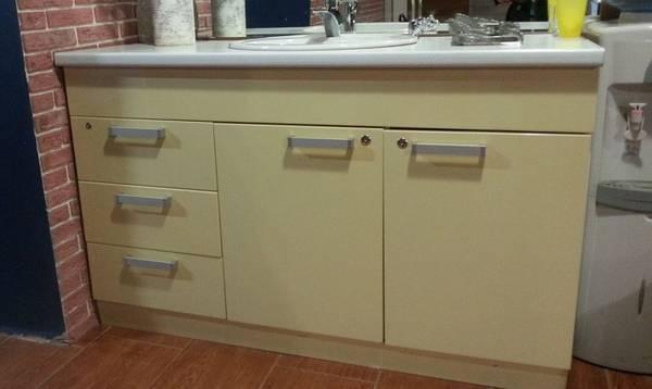 Какой шкаф лучше установить под раковину в ванную комнату?